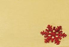 Kerstboomdecoratie op gouden achtergrond Stock Afbeeldingen