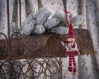 Kerstboomdecoratie Weinig Rode Berijdende Kap stock foto
