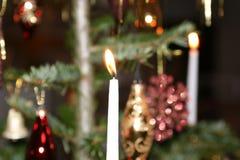 Kerstboomkaars en Decoratie Royalty-vrije Stock Fotografie
