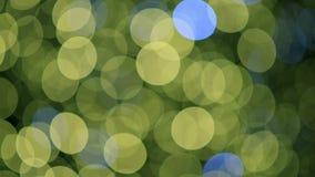 Kerstboomlichten die met reknadruk fonkelen in het midden van het schot stock videobeelden