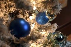 Kerstboomstuk speelgoed De achtergrond van Kerstmis Stock Afbeelding