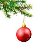 Kerstboomtak met snuisterij op wit wordt geïsoleerd dat Stock Foto