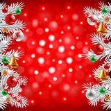 Kerstboomtakken op rode achtergrond Stock Fotografie