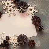 Kerstkaart met Brief en Uitstekende Sneeuwvlokken Royalty-vrije Stock Afbeeldingen