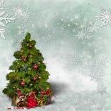 Kerstkaart met een verfraaide groene Kerstboom en sneeuwvlokken royalty-vrije stock foto