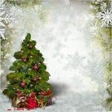 Kerstkaart met een verfraaide groene Kerstboom en sneeuwvlokken stock afbeelding