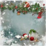 Kerstkaart met een verfraaide groene tak en speelgoed en met een lege plaats voor tekst royalty-vrije stock fotografie