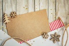Kerstkaart met elementen van het scrapbooking: document, sneeuwvlok, Kerstboom, streng Schrootmodel stock afbeeldingen