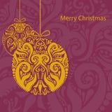 Kerstkaart met gouden ornamentbal Stock Foto's