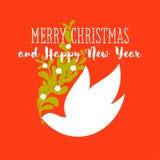 Kerstkaart met groeten en de witte maretak van de duifholding Royalty-vrije Stock Fotografie