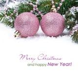 Kerstkaart met roze snuisterijen Stock Afbeeldingen