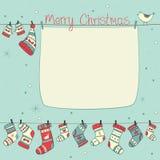 Kerstkaart met vogels, sokken, vuisthandschoenen en hoeden Stock Foto's