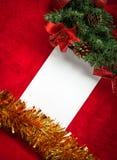 Kerstkaart met Witboek op rood Stock Fotografie