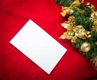 Kerstkaart met Witboek op rood Royalty-vrije Stock Foto's