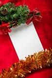 Kerstkaart met Witboek op rood Royalty-vrije Stock Foto