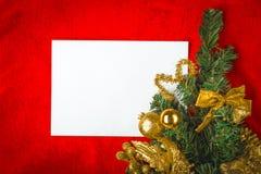 Kerstkaart met Witboek op rood Royalty-vrije Stock Fotografie