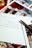 Kerstkaarten en pen royalty-vrije stock afbeelding
