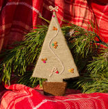 Kerstkaartmalplaatje met met de hand gemaakte nieuwe jaarboom Royalty-vrije Stock Afbeelding