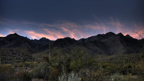 Kerstman Catalina Mountains bij Zonsondergang stock afbeelding
