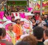 KERSTMAN CRUZ, SPANJE - Februari 12: De deelnemers van de parade in kleurrijk Royalty-vrije Stock Afbeelding