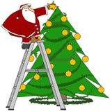 Kerstman die de boom in orde maken vector illustratie