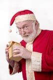 Kerstman die Doos openen Stock Foto