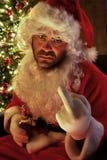 Kerstman die een slechte dag hebben en bier drinken Stock Foto