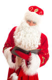 Kerstman die lijst van giften lezen Royalty-vrije Stock Fotografie