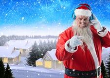 Kerstman die terwijl het luisteren muziek op 3D hoofdtelefoons gesturing Royalty-vrije Stock Afbeelding