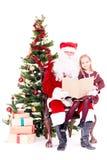 Kerstman die verhaal voor leuk meisje lezen royalty-vrije stock foto