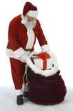 Kerstman die Zak van Speelgoed openen royalty-vrije stock foto