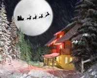 Kerstman en zijn rendieren die tegen maan berijden Stock Fotografie