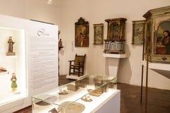 KERSTMAN FE DE ANTIOQUIA, COLOMBIA - SEPTEMBER 3, 2015: Binnenland van lokaal geschiedenismuseum Museo Juan de Corral in Santa Fe stock foto