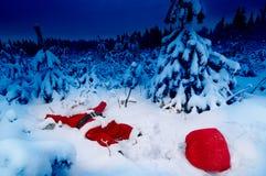 Kerstman gevallen in sneeuw royalty-vrije stock fotografie