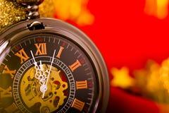 Kerstman Klaus, hemel, vorst, zak achtergrond met een klok en decoratie Macro Royalty-vrije Stock Foto's