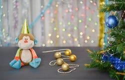Kerstman Klaus, hemel, vorst, zak Jaar van de aap Stuk speelgoed aap royalty-vrije stock afbeeldingen