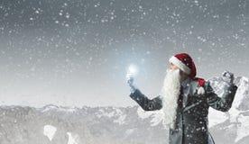 Kerstman met mobiele telefoon Stock Foto's