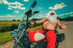 Kerstman op een motorfiets royalty-vrije stock afbeelding
