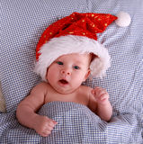 Kerstman op het bed Royalty-vrije Stock Foto's