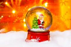 Kerstman in snowdome, Gelukkig Nieuwjaar 2017, Kerstmis Stock Afbeelding