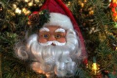 Kerstmandecoratie in boom Stock Fotografie
