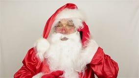 Kerstmanvraag door mobiele telefoon stock videobeelden