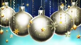 Kerstmis abstracte blauwe achtergrond met grote zilveren verfraaide ballen bij de voorgrond. Stock Fotografie