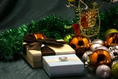 Kerstmis achtergrondlichten op de donkere achtergrond van de achtergrondvalentijnskaartendag Royalty-vrije Stock Afbeelding