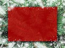 Kerstmis achtergrondontwerp van lege rode raad op Kerstmisboom royalty-vrije stock fotografie