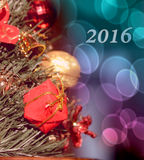 Kerstmis beweging veroorzakend met gift voor nette tak (2016, Nieuwjaarauto Stock Foto's