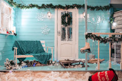 Kerstmis binnenlands decor, Achtergrond, open haard met boom Stock Foto
