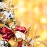 Kerstmis bokeh achtergrond met het vierkant van de giftdoos stock fotografie