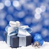 Kerstmis bokeh achtergrond met het vierkant van de giftdoos stock afbeeldingen