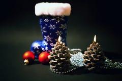 Kerstmis-boom decoratie met blauw boe-geroep Stock Fotografie